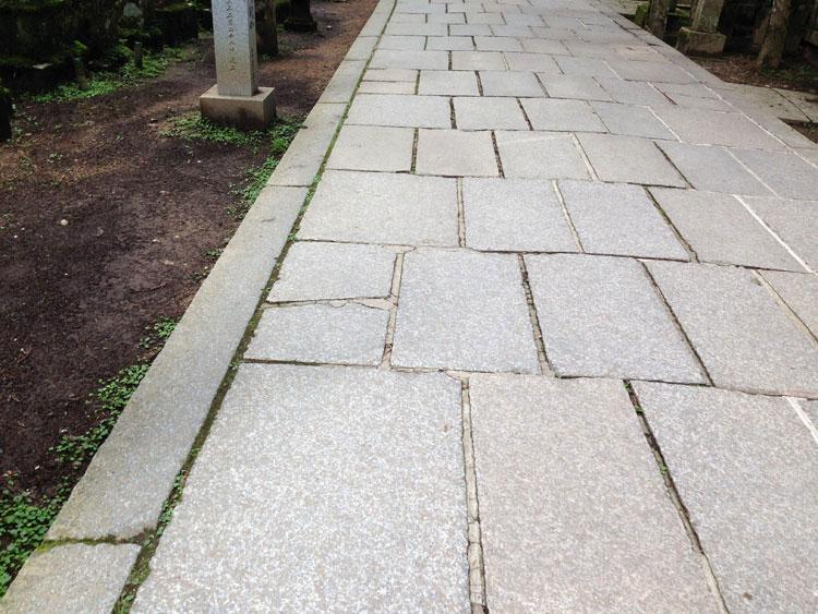 奥の院の石畳