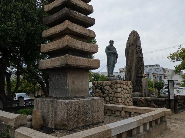 清盛塚の十三石塚