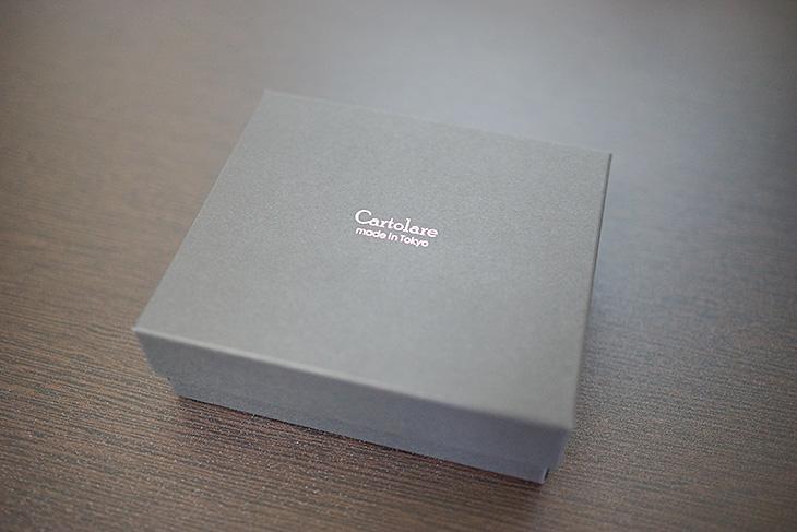 Cartolare(カルトラーレ)のハンモックウォレットの箱