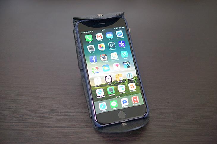 Cartolare(カルトラーレ)のハンモックウォレットにiPhone 6 Plusを乗せてみた2