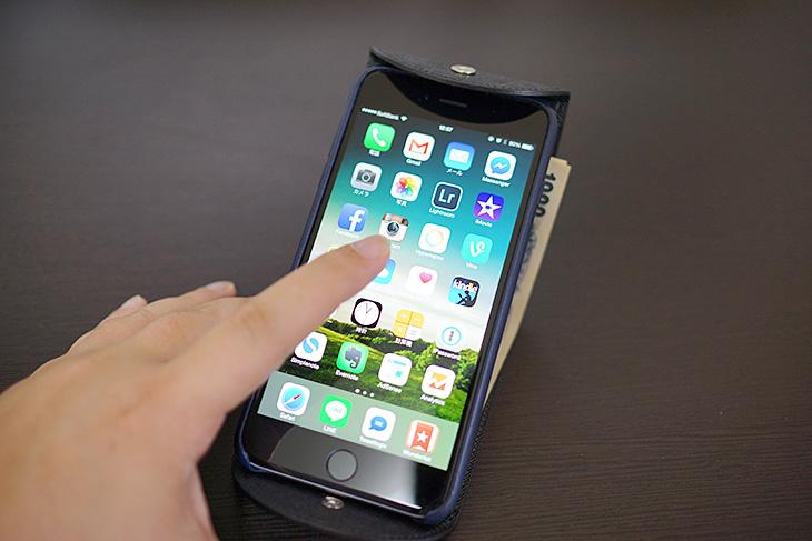 Cartolare(カルトラーレ)のハンモックウォレットにiPhone 6 Plusを乗せてみた4