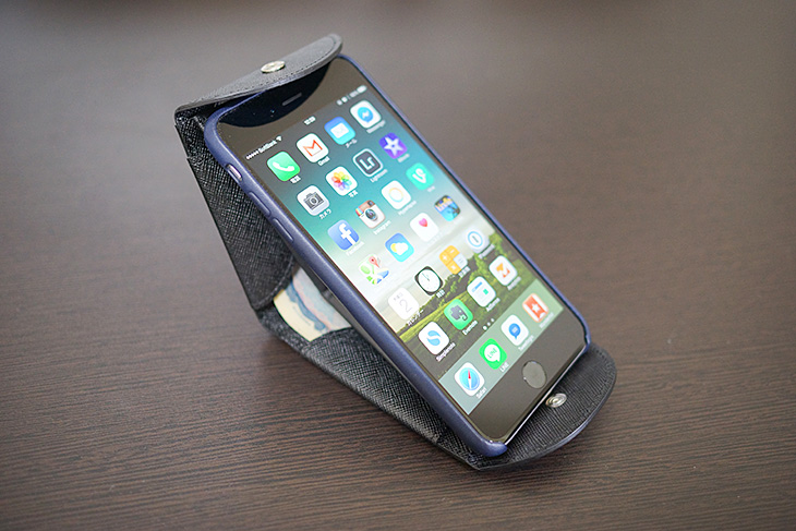 Cartolare(カルトラーレ)のハンモックウォレットにiPhone 6 Plusを乗せてみた5