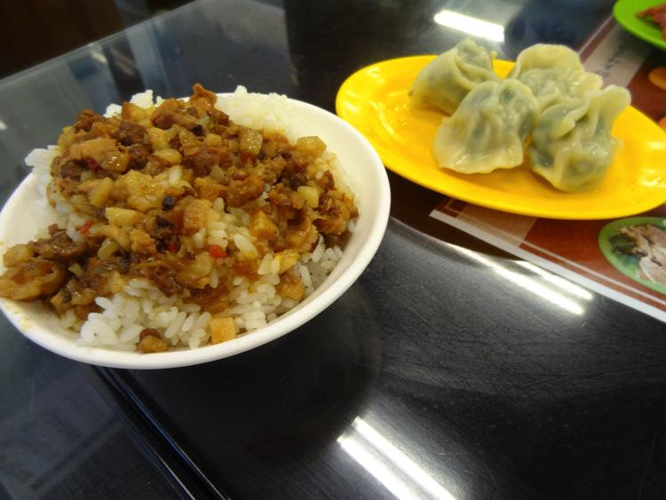 台湾 肉そぼろご飯 シューマイ