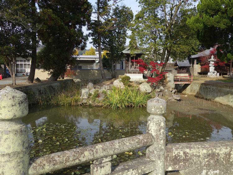 酒見寺と住吉神社を結ぶ橋