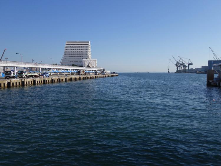 ハーバーランドから見る遊覧船の港