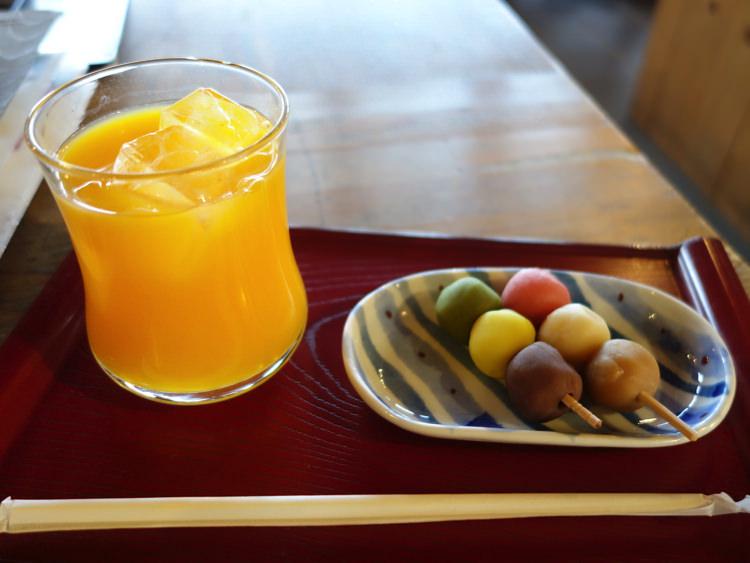 松山城 お茶屋 オレンジジュースと坊っちゃん団子