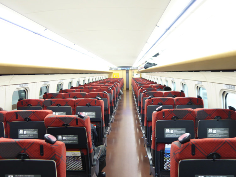 北陸新幹線の車内