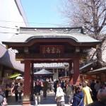 巣鴨のとげぬき地蔵尊と呼ばれている「高岩寺」は商店街の中にある神聖な場所