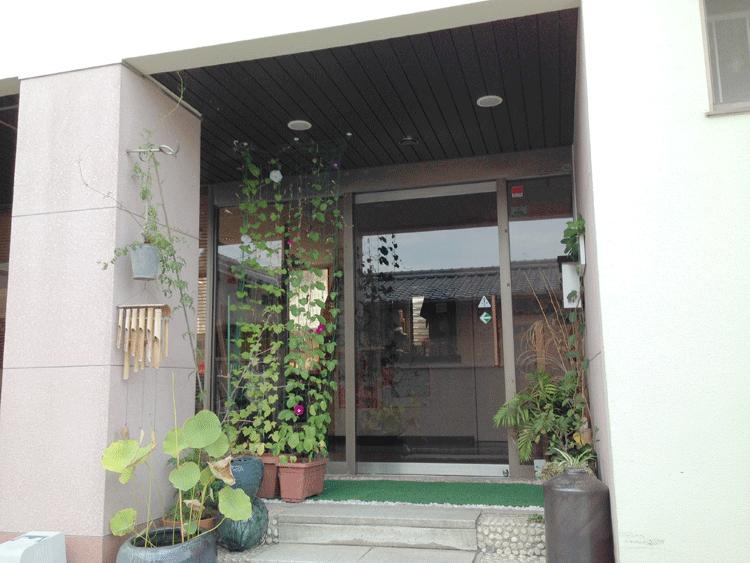泉ゲストハウス 入口