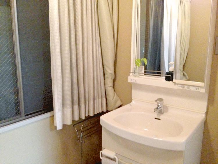 泉ゲストハウス 洗面台