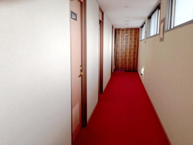泉ゲストハウス 廊下