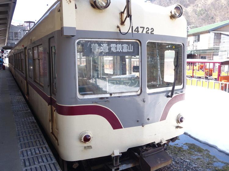 宇奈月温泉駅にとまっていた富山地方鉄道