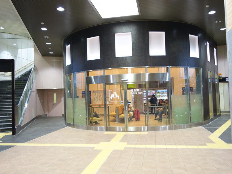 新高岡駅 ラウンジ