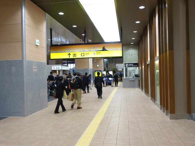 新高岡駅 出口