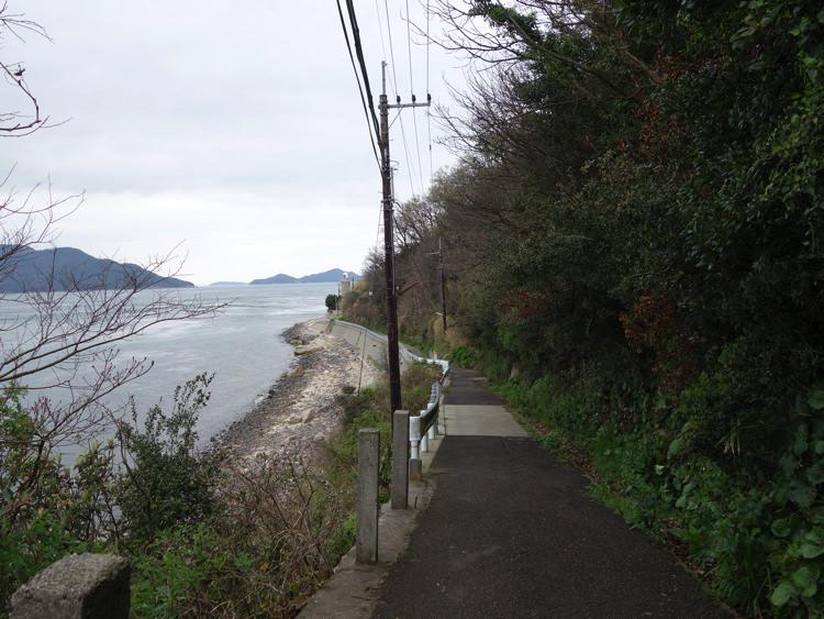 男木島灯台への道