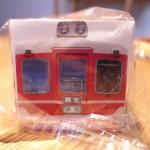三木のパン屋「ピストリーナマツヤマ」では電車パンが販売されている
