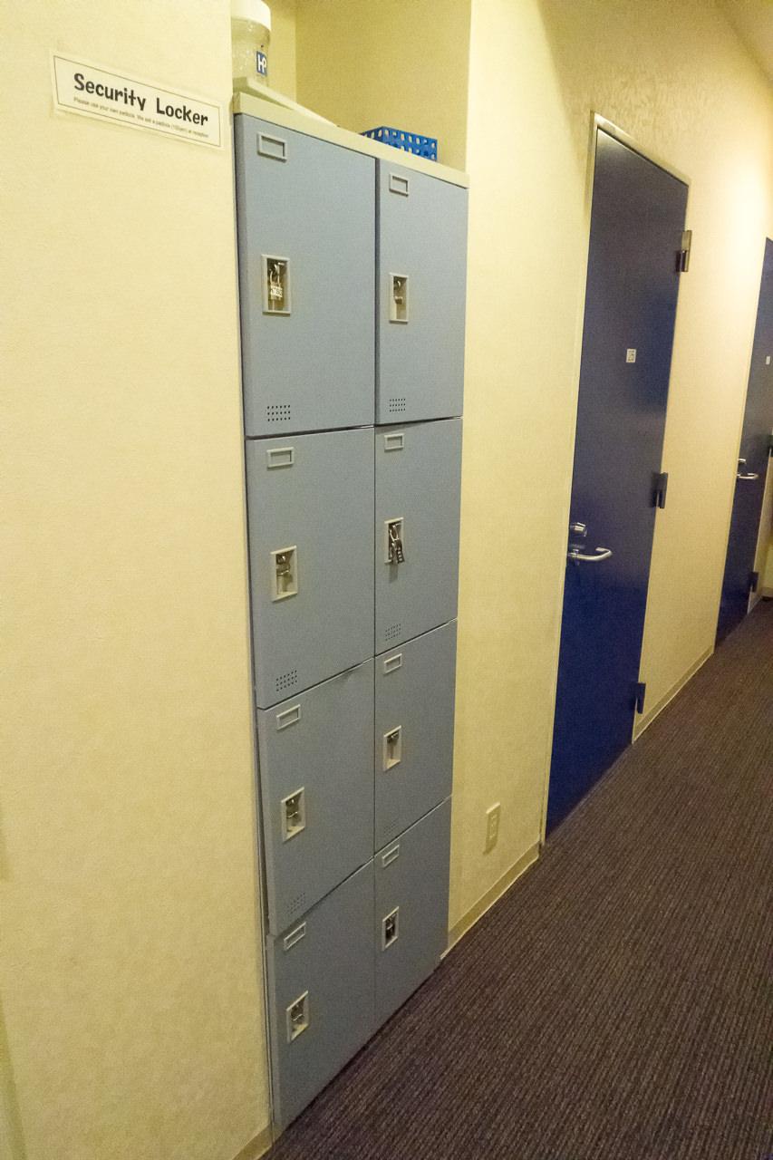 Ks_House_廊下のロッカー