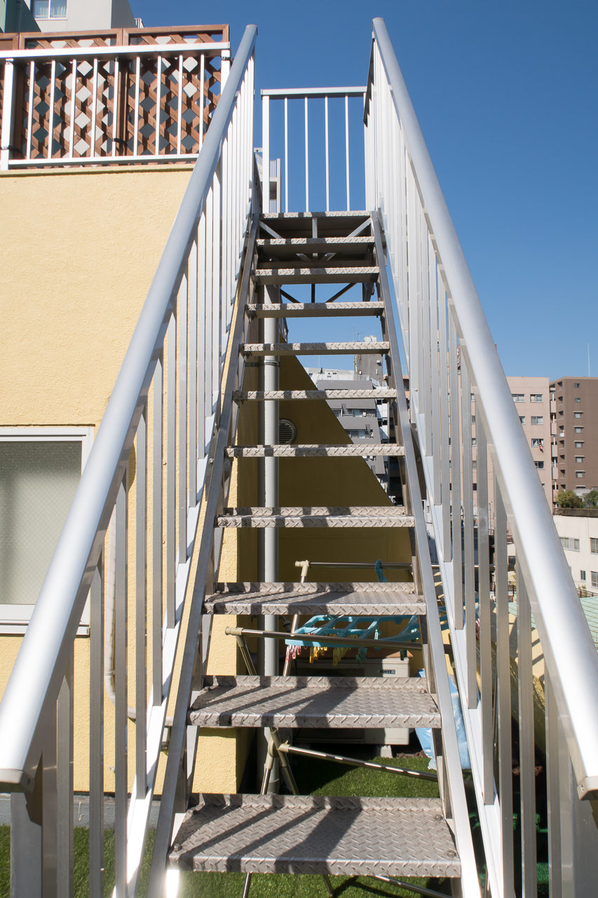 Ks_House_屋上テラスへの階段_02
