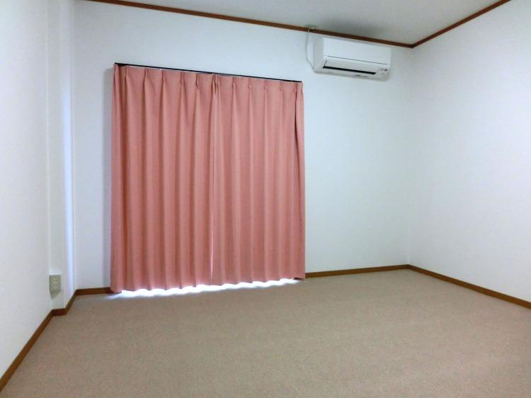 ゲストハウスふぁむすとんの和室①