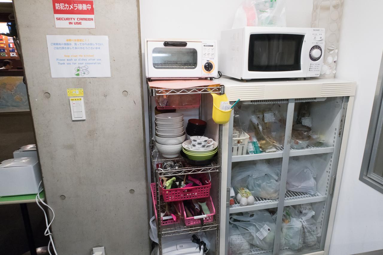 サクラホステル浅草の調理器具と食器類