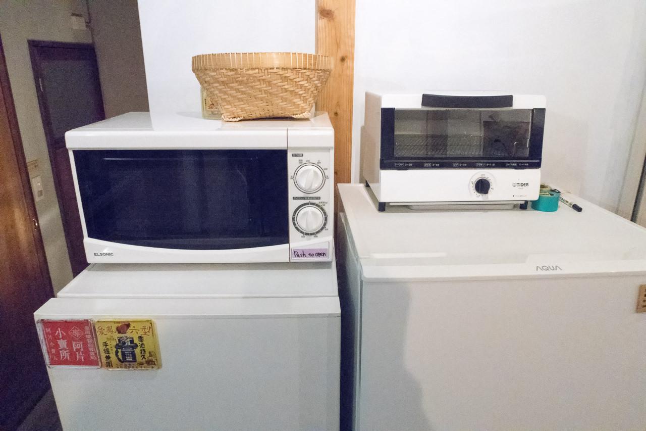 東京ひかりゲストハウス冷蔵庫と電子レンジ
