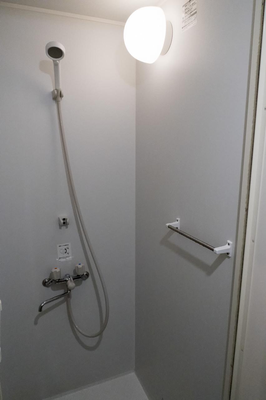 東京ひかりゲストハウスのシャワー室内部