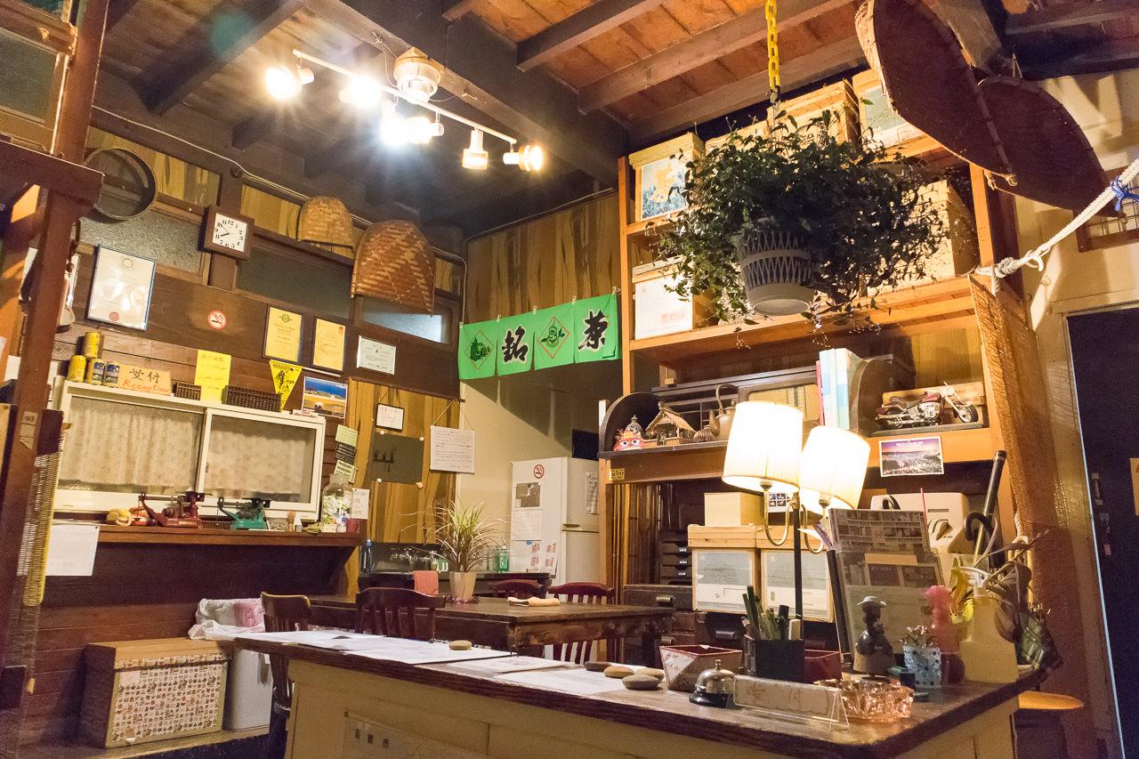 函館ゲストハウスのラウンジ全景