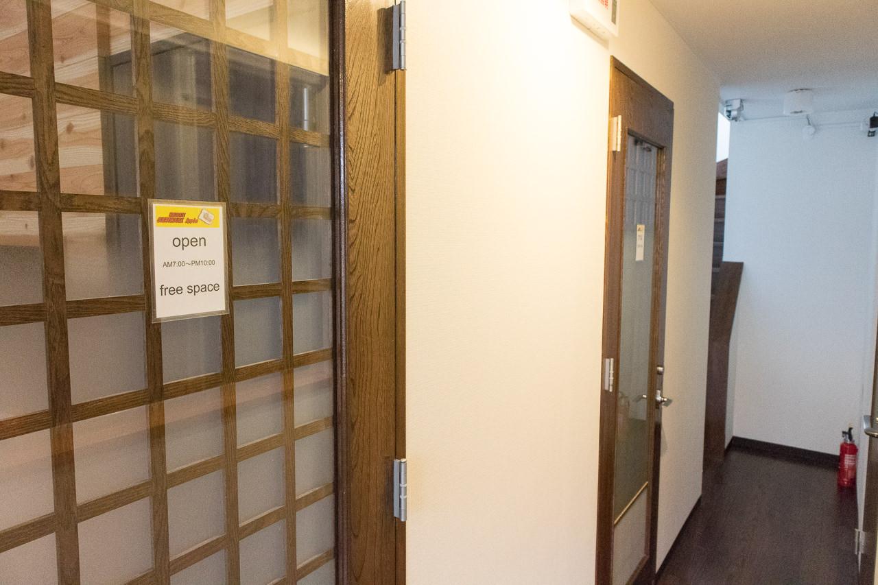 函館ゲストハウスAppleフリースペース入口