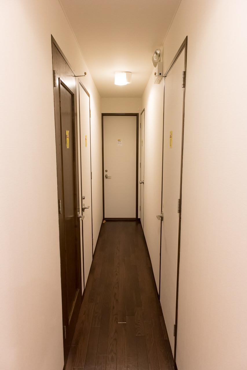 函館ゲストハウスAppleの2階廊下