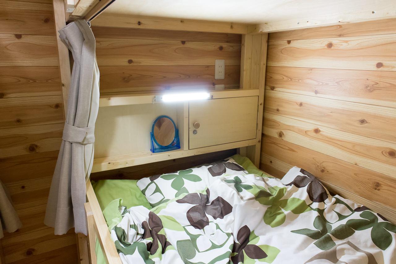 函館ゲストハウスAppleの枕元のLED