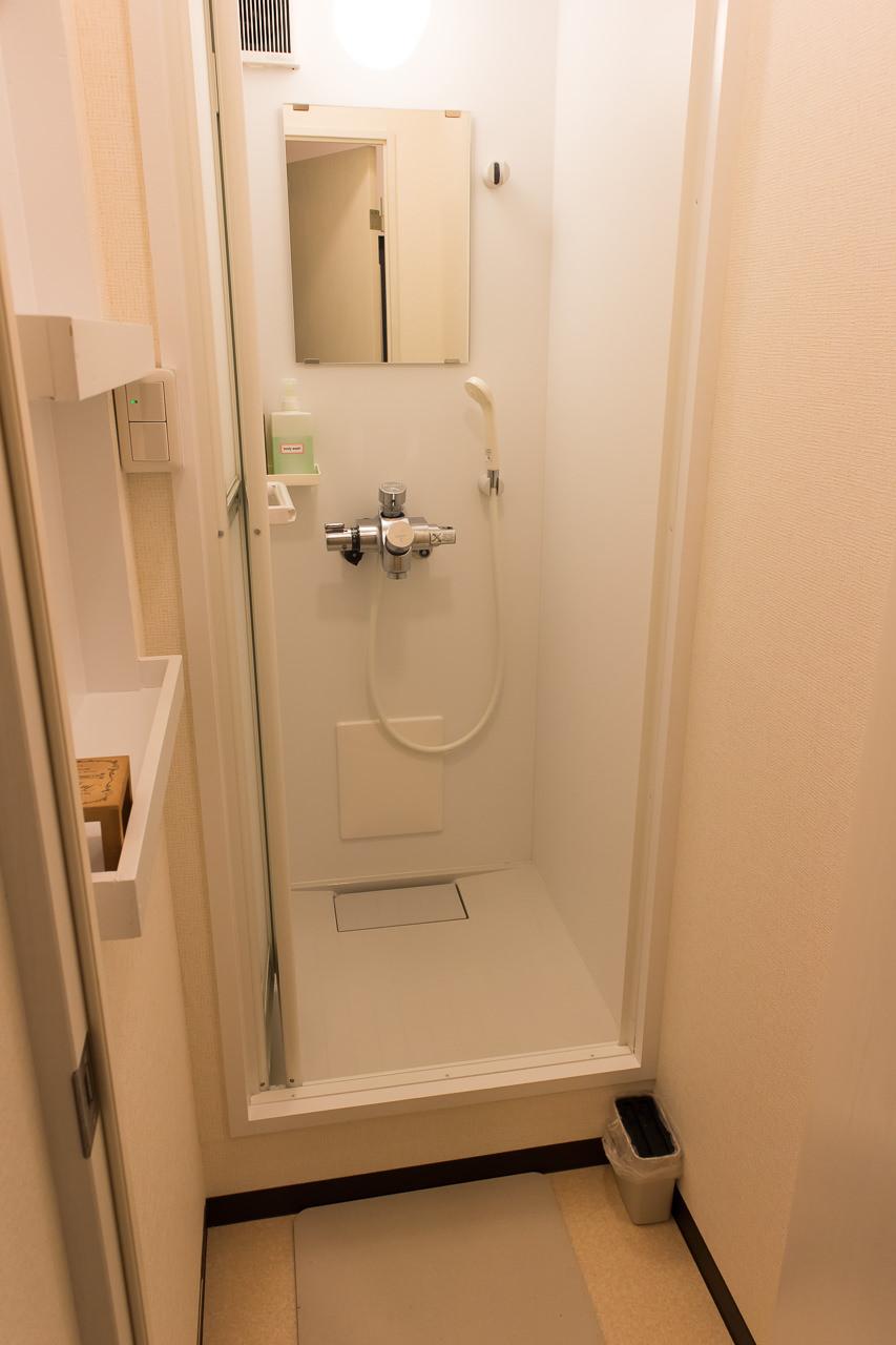 函館ゲストハウスAppleのシャワールーム