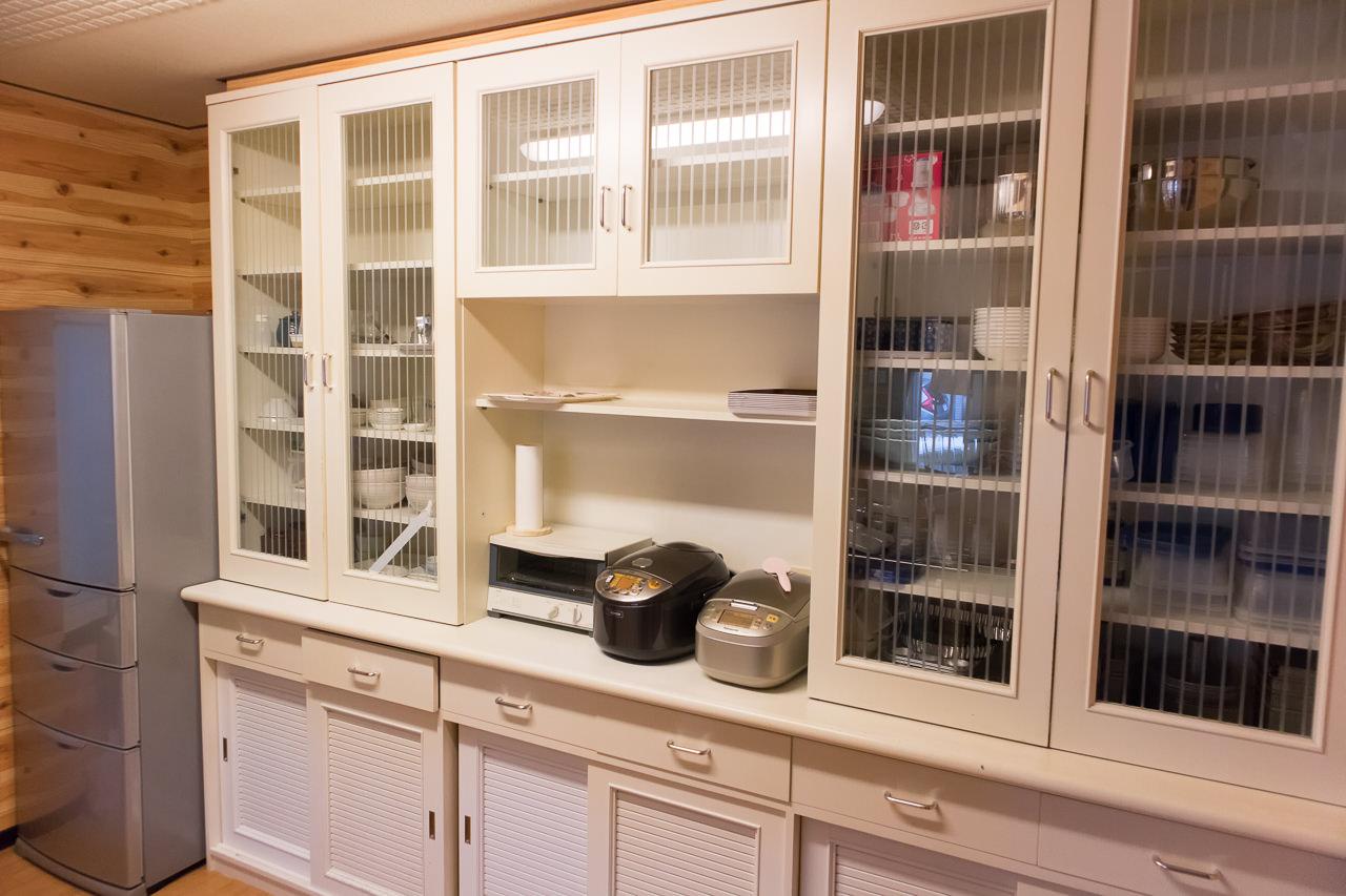 函館ゲストハウスAppleの食器棚