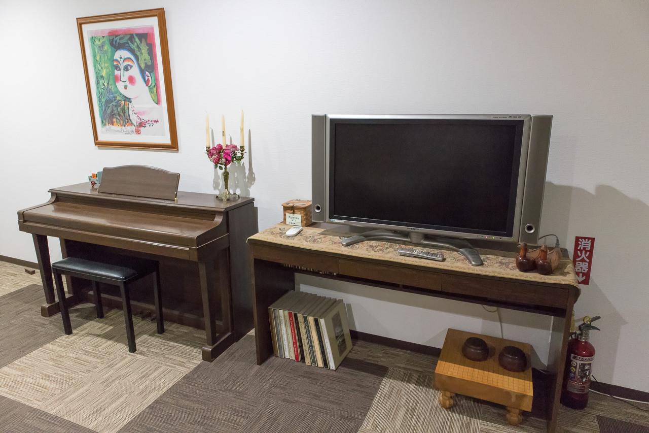はこだてベイのテレビとピアノ