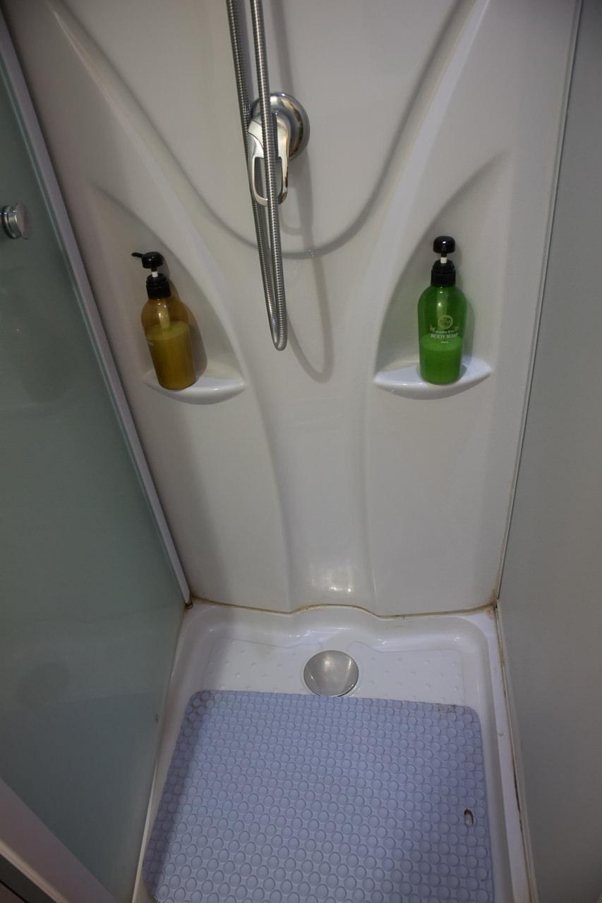 はこだてベイのシャワールーム下部