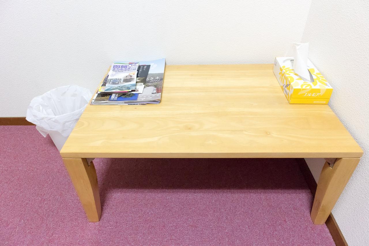 函館ペリーハウスの部屋のテーブル