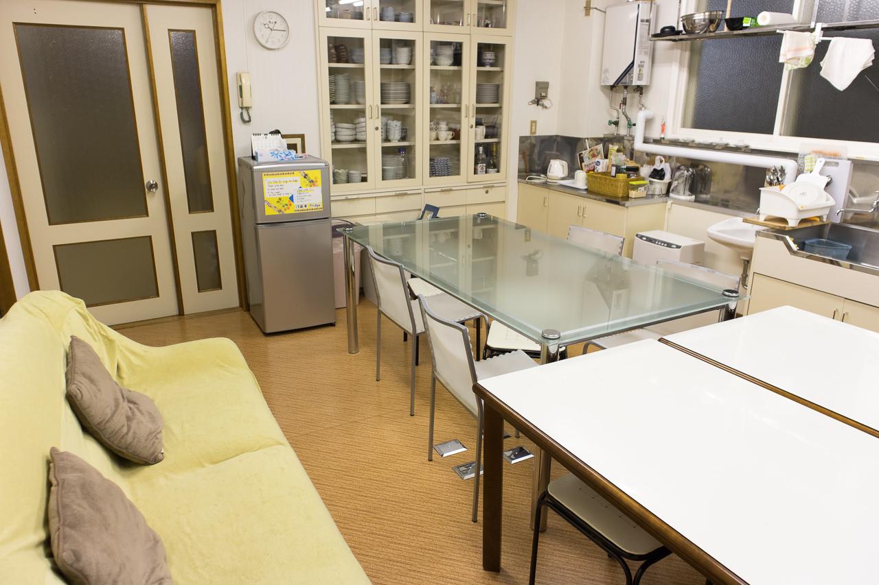 函館ペリーハウスのキッチン全景(入口に向かって撮影)