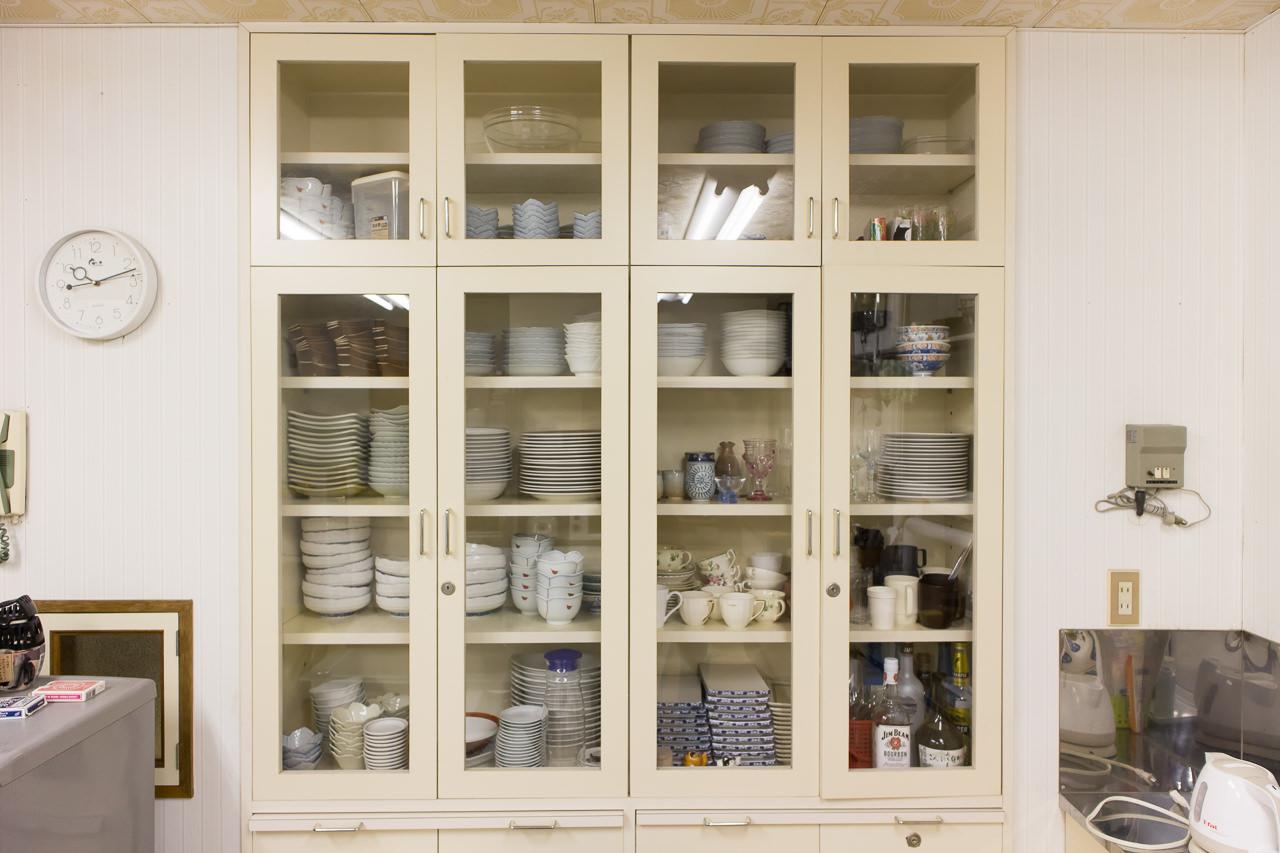 函館ペリーハウスの食器棚