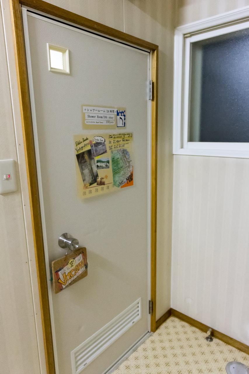 函館ペリーハウスのシャワールーム入口