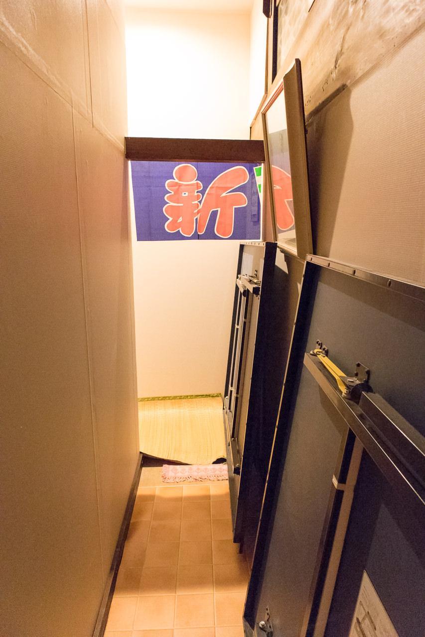 函館ゲストハウスのれんがある廊下
