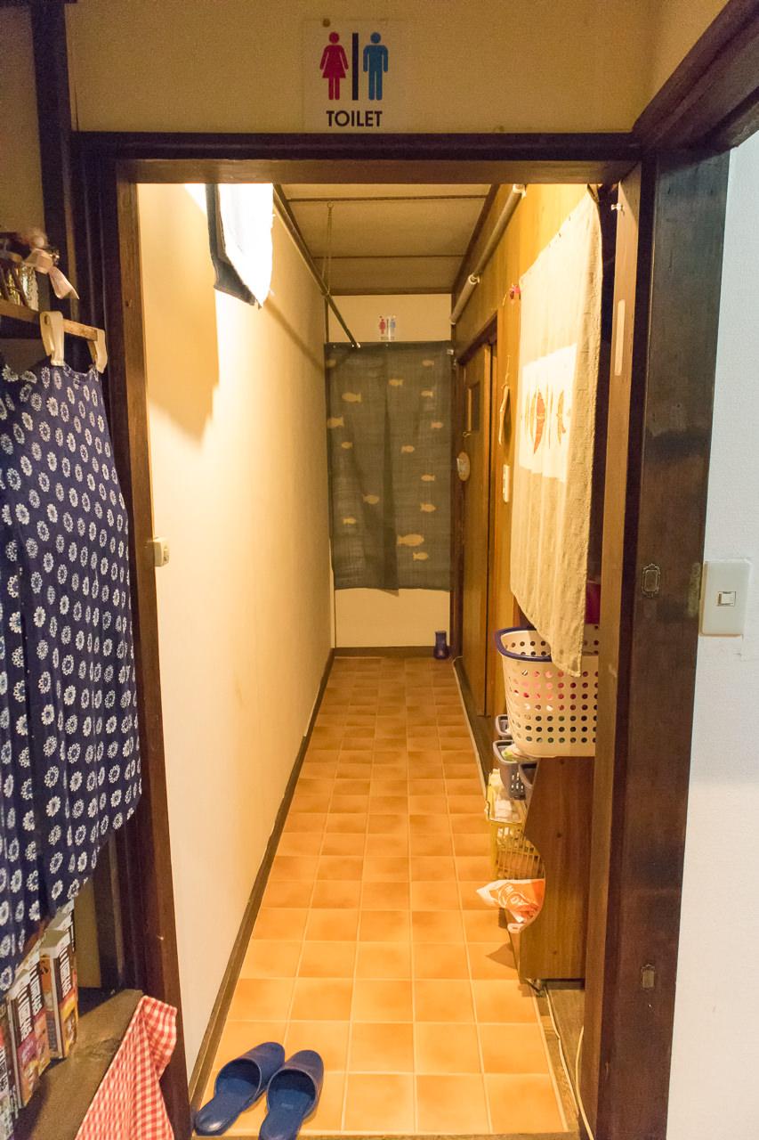 函館ゲストハウスのトイレ入口