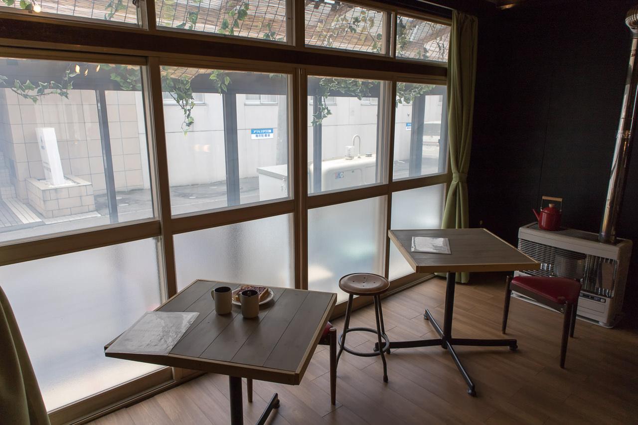 wagayado窓側テーブル席