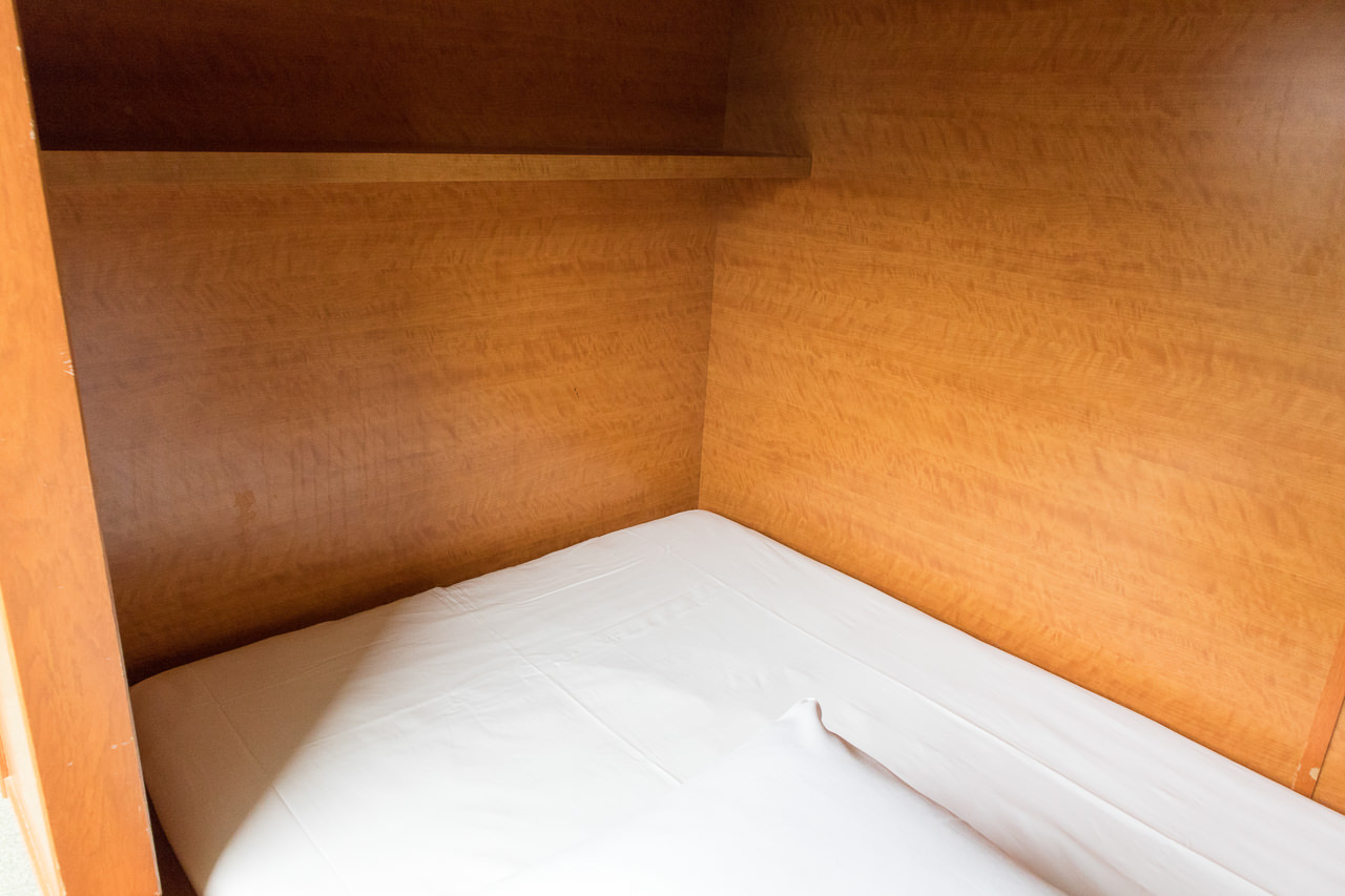 エースイン新宿ベッドの棚