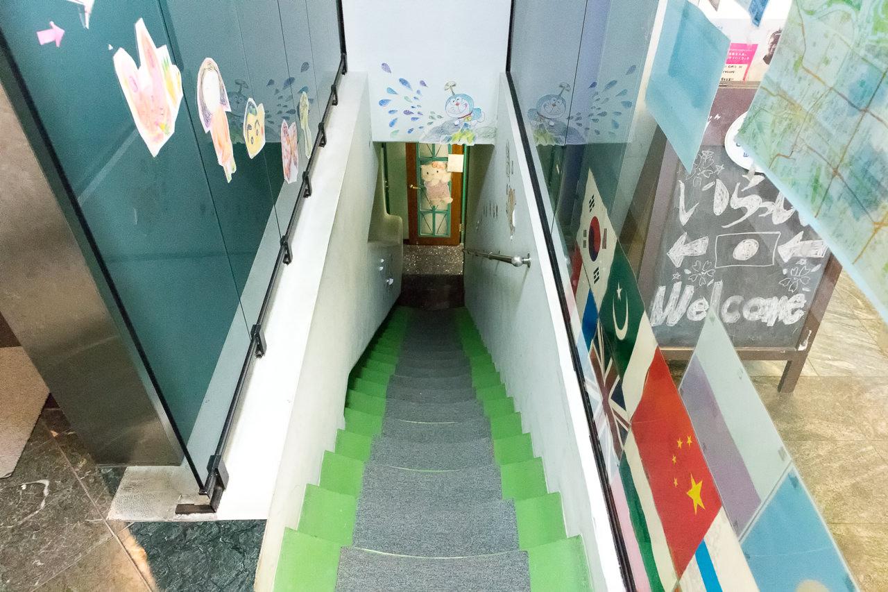 エースイン新宿シャワールームへ行く階段