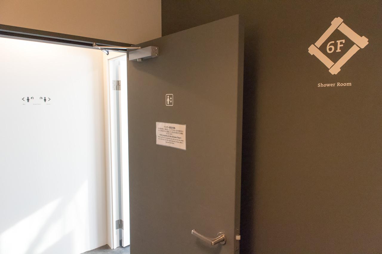 IRORIのシャワールーム入口