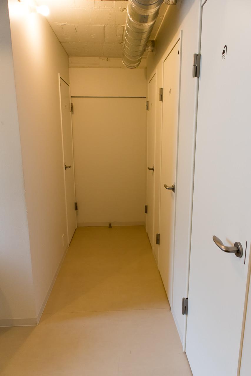 IRORIシャワールームの通路