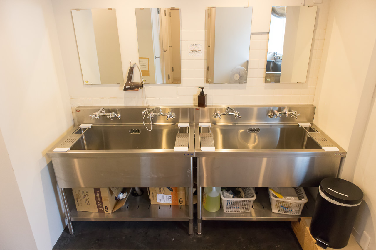 IRORIシャワールームの洗面台