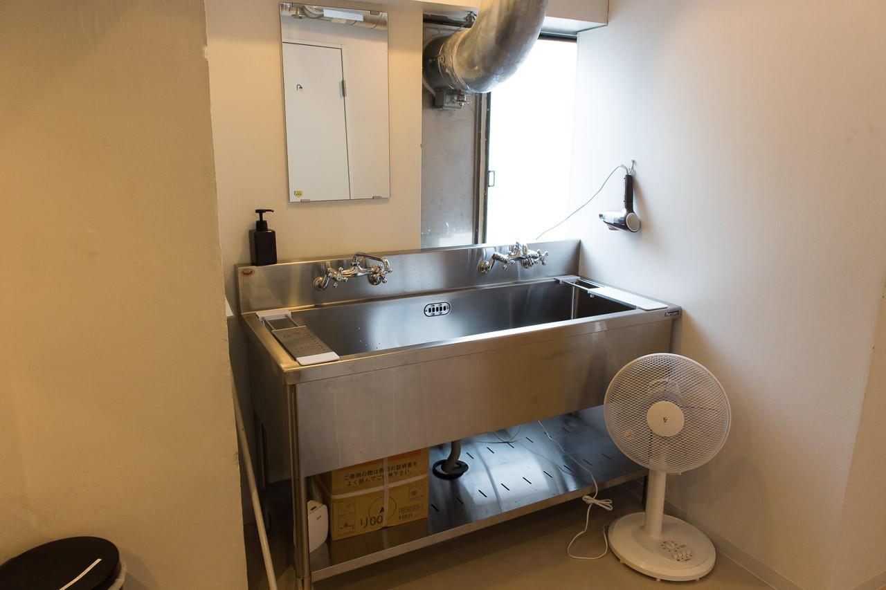 IRORI洗面台と扇風機