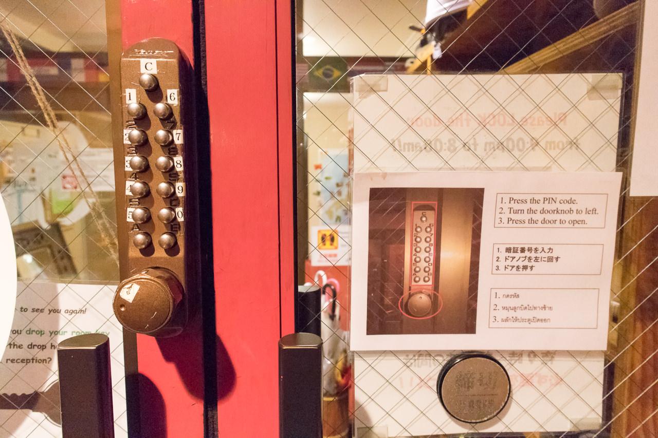 カオサン札幌の玄関ドアロック