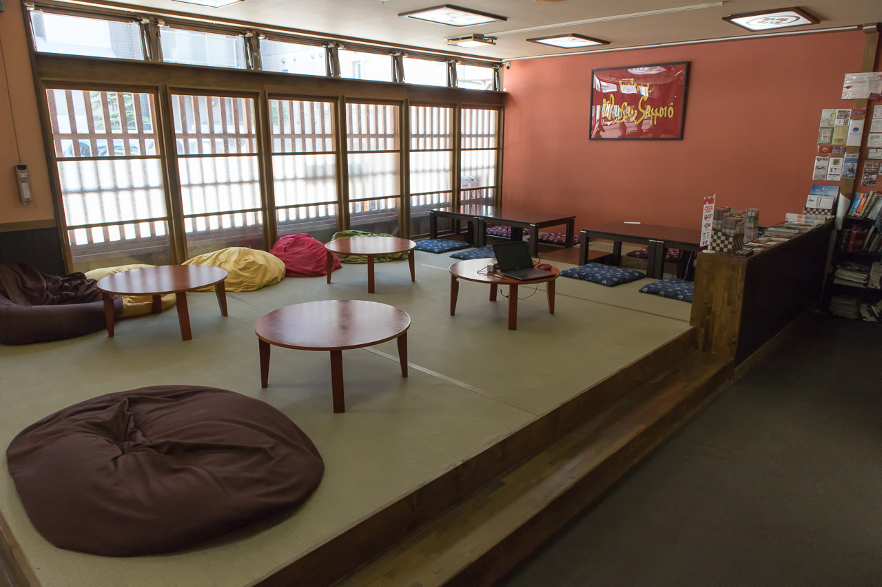 カオサン札幌リビングルーム全景
