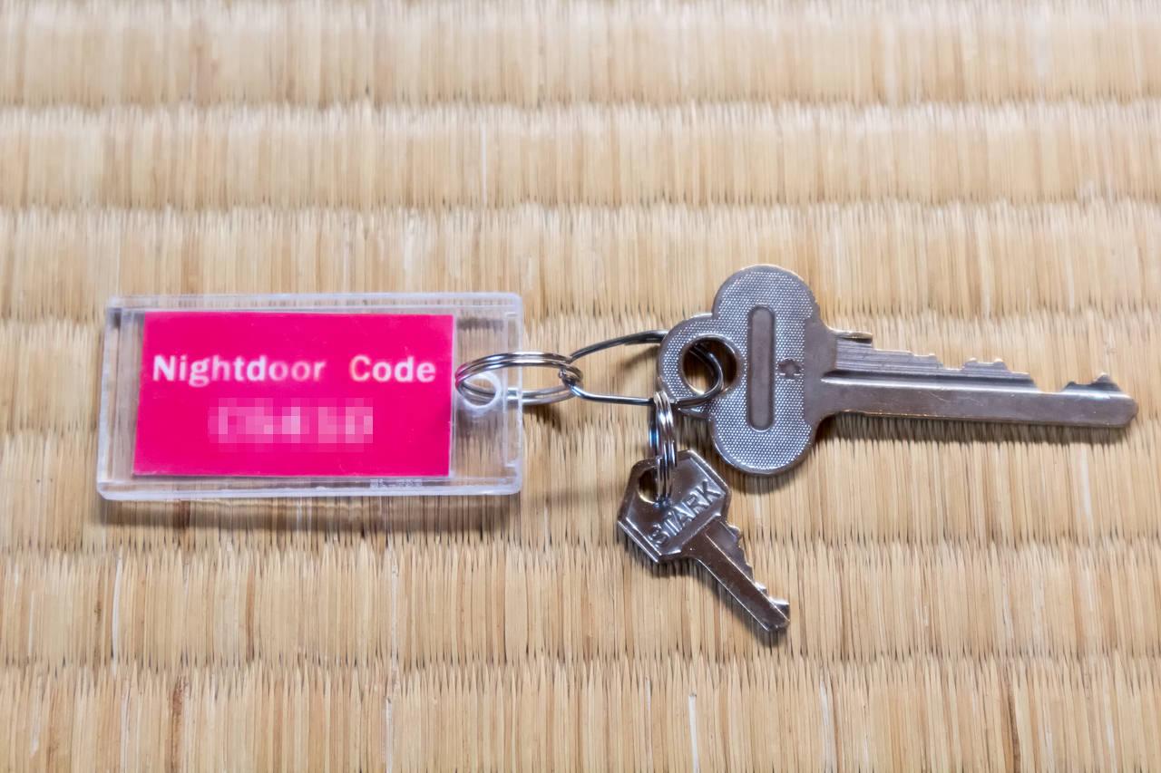 カオサン札幌の部屋の鍵とドアロックコード